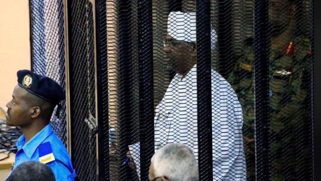 Sudan's former president Omar al-Bashir stands guarded inside a cage at the courthouse where he is facing corruption charges, in Khartoum, Sudan, August 19, 2019 [Photo via Reuters]