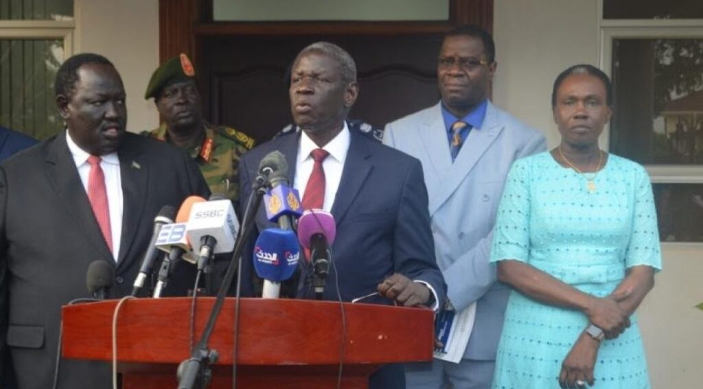 Mining minister and deputy chairman of the SPLM-IO Henry Odwar, center, addresses a press in Juba, capital of South Sudan. [Photo via Xinhua]