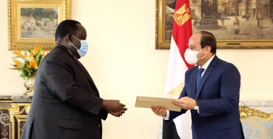 South Sudan presidential security advisor Tut Gatluak, left, meeting Egyptian President Abdel Fattah al-Sisi, right, in Cairo on Tuesday [Photo by Sudans Post]