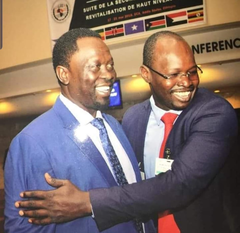 Steven Lual, the spokesman of the South Sudan Patriotic Movement (SSPM) greeting VP Hussein Abdelbaggi [Photo obtained by Sudans Post].