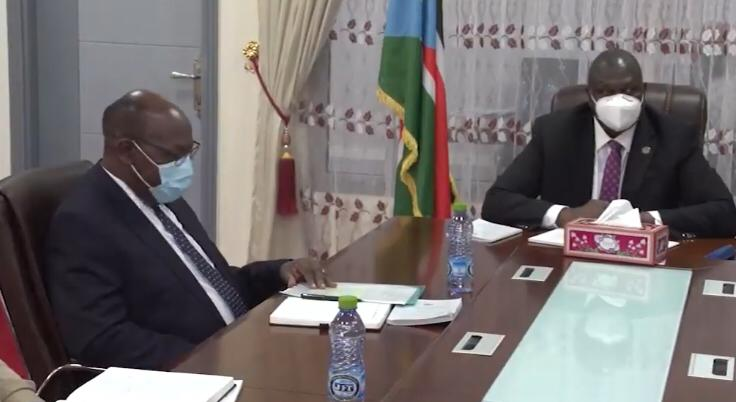 First Vice President Dr. Riek Machar Teny (right) and the newly appointed chairperson of the Reconstituted Join Monitoring and Evaluation Commission (R-JMEC), General Charles Tai Gituai (left) meeting today in Juba at Machar's office [Photo by SSBC]