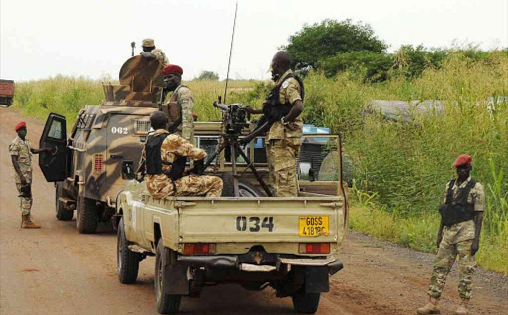 South Sudan's National Security Service (NSS) forces guard the road to the Dar Petroleum Operating Company oil production operated in Paloich oil field in Upper Nile State in South Sudan, September 7, 2016 [Photo by REUTERS]