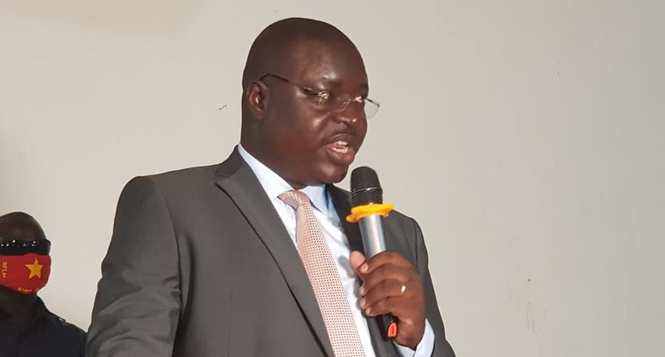 Governor of Central Equatoria state Emmanuel Adil Anthony speaking during a one-day consultative meeting organized by the Mundari community at Nyakuron Cultural Centre in Juba [Photo by Sudans Post]