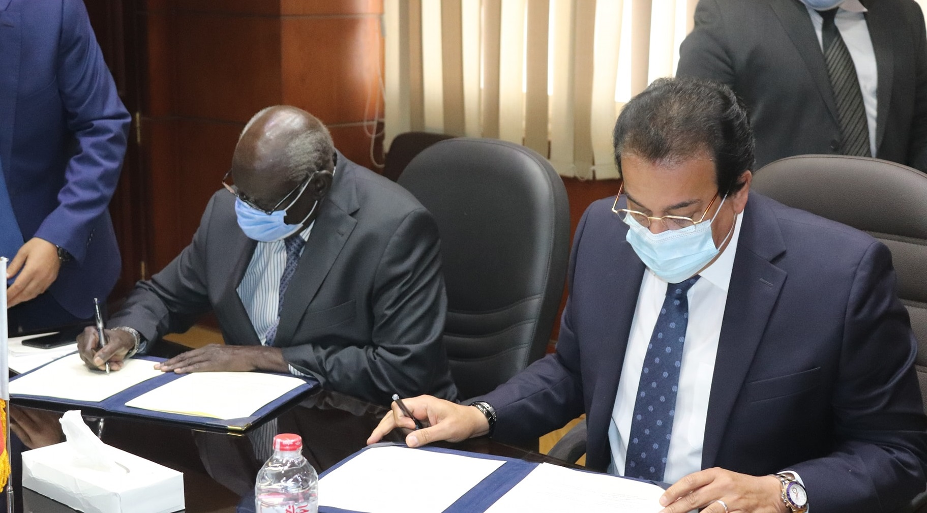 South Sudan minister of higher education Gabriel Changson Lew Chang (left) signing a number of agreements with his Egyptian counterparts on education in Cairo on October 24, 2020 [Photo by Sudans Post]