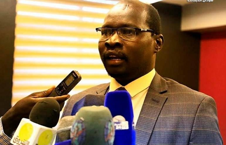 Steven Lual, the spokesman of the South Sudan Patriotic Movement (SSPM) speaking to reporters in Khartoum at South Sudan peace talks in 2018 [Photo obtained by Sudans Post].