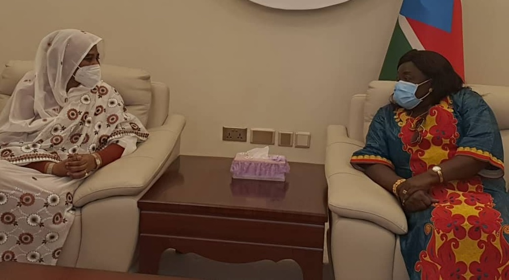 South Sudan's foreign minister, Beatrice Khamis Wani, and her Sudanese counterpart, Mariam Sadig al Mahdi, meeting Juba [Photo by Sudans Post]