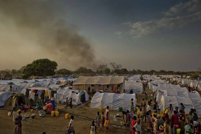 Evening approaches at the Dzaipi transit centre in northern Uganda, where UNHCR has erected tents for many of the refugees. [Photo by UNHCR]