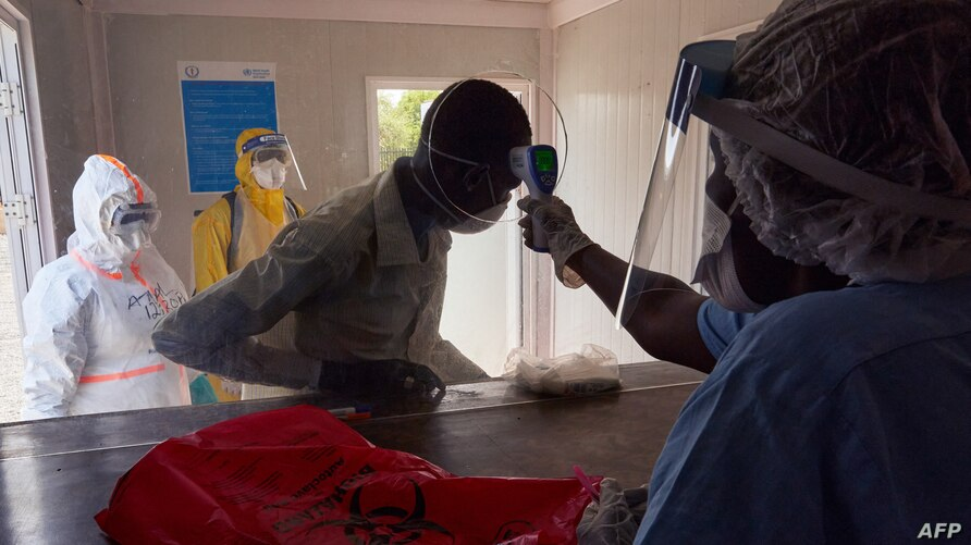 A suspected COVID-19 patient has his temperature taken as he is admitted at the isolation ward of Ministry of Health Infectious Disease Unit in Juba, South Sudan, April 24, 2020. [Photo via Voice of America]