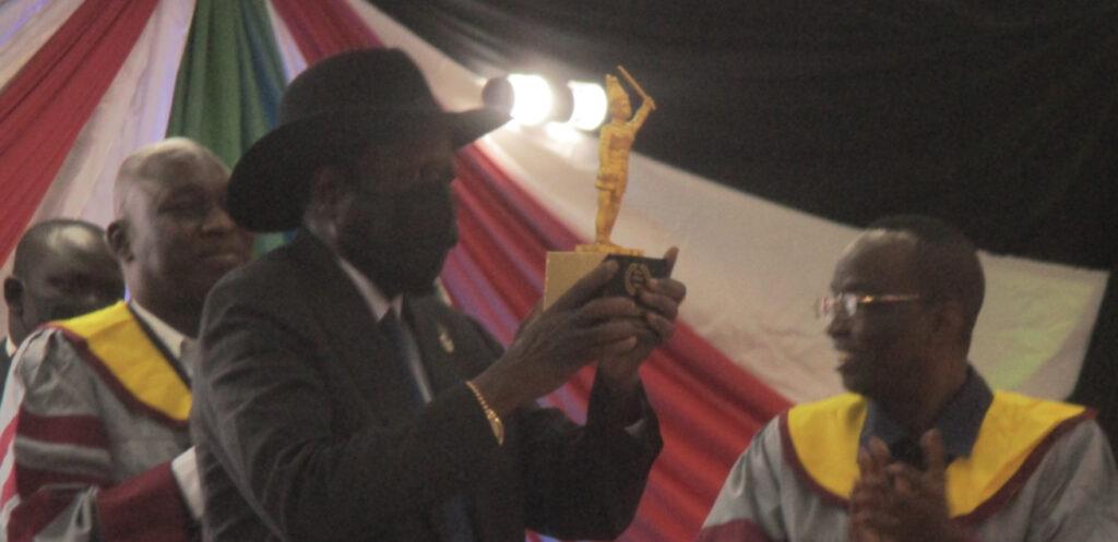 President Salva Kiir receiving African peace award [Photo by Sudans Post]