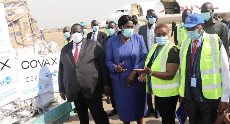 Presidential security advisor Tutkew Gatluak (left) and minister of health Elizabeth Achuei (center) receiving COVID-19 vaccine at Juba Airport [Photo by Anadolu agency]