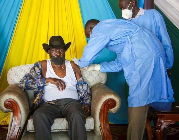 South Sudan President Salva Kiir Mayardit receiving COVID-19 vaccine [Photo via Facebook]