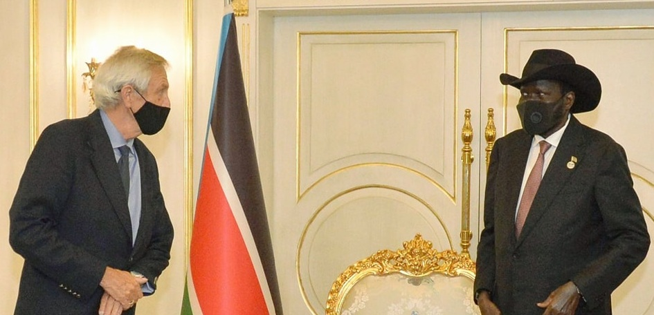 UN Special Representative of the Secretary-General in South Sudan Nicolas Haysom (left) meeting President Salva Kiir Mayardit at the state house J-1 in Juba on Wednesday, May 5, 2021 [Photo by the presidency]