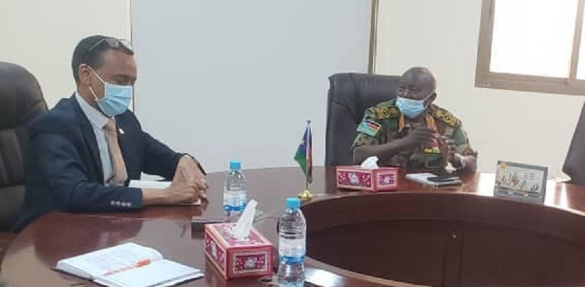 South Sudan army chief General Santino Deng Wol (right) meeting Ethiopian ambassador to South Sudan Nebil Mahdi in Juba on Thursday [Photo by Ethiopian foreign ministry]