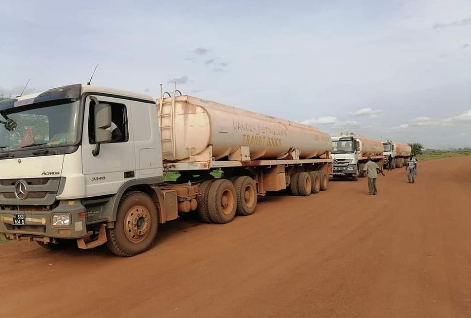 Fuel tankers arriving to Northern Bahr el Ghazal state capital Aweil from Juba [Photo via Facebook]