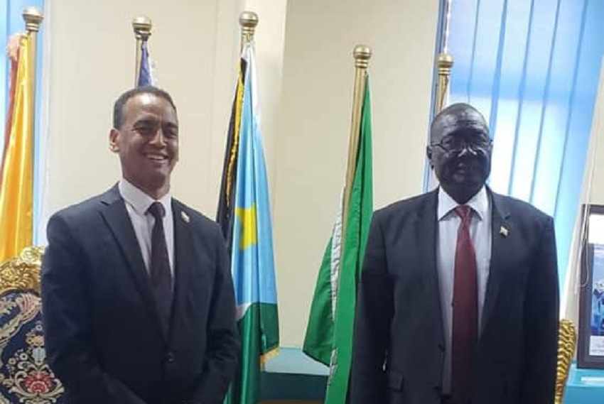 Ethiopian ambassador to South Sudan Amb. Nebil Mahdi (left) posting for a photo following a meeting with South Sudan interior minister Paul Mayom Akec. [Photo via Ethiopian foreign ministry]
