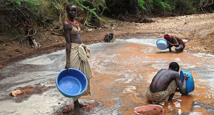South Sudanese pan for gold in Nanakanak, in the eastern part of the impoverished country. [Photo by Hannah McNeish/AFP/Getty Images]