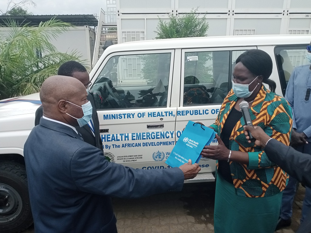 Kanu and Dr Ndenzako handing over the keys to Honorable Minister for Health, Honorable Elizabeth Achuei on Wednesday, 1 September 2021 [Photo by Sudans Post]